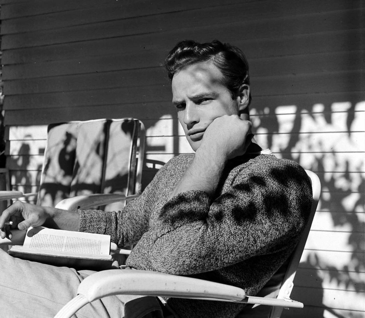 Marlon Brando sul set di The Men (1950)