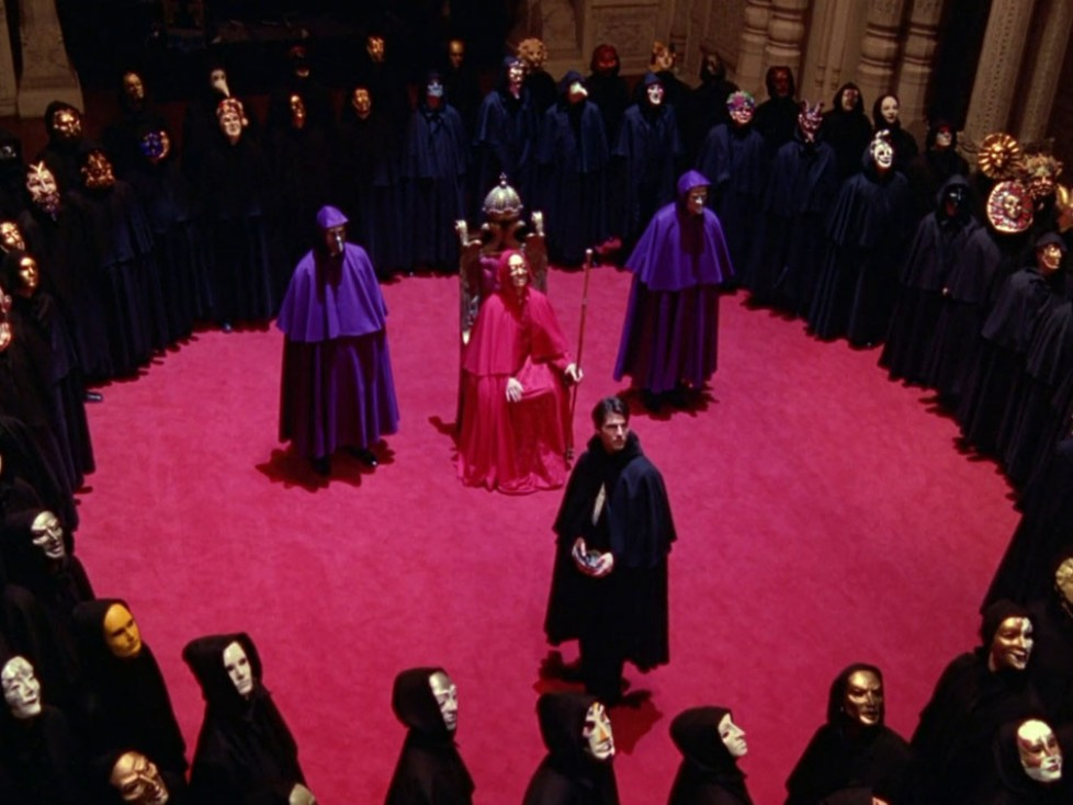 scena cult di Eyes Wide Shut